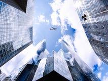 在La Défense商业区的飞行  免版税图库摄影
