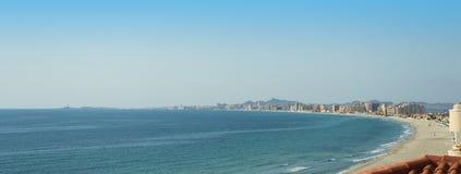 在La Manga Del Mar Menor的沙滩线 免版税图库摄影