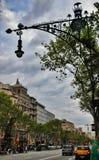 在La Pedrera附近的灯Gaudi 库存照片