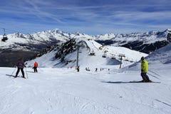 在La Plagne,法国滑雪胜地的冬天风景  免版税图库摄影