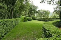 在La roque Cageac附近的Jardin Marqueyssac在多尔多涅省 免版税库存图片