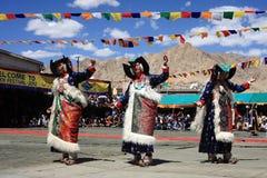 在Ladakh节日的文化舞蹈 免版税库存图片