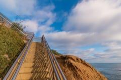 在Ladera街的楼梯在日落峭壁在圣地亚哥 图库摄影