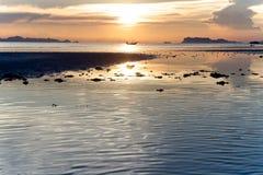 在Laem亚伊海滩的日落视图 库存照片