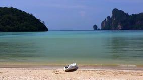 在Laem Phra Nang海滩, Krabi,泰国的皮船 库存图片