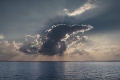 在lago di garda的日落 免版税库存照片
