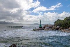 在Lagoa da康塞桑-弗洛里亚诺波利斯,圣卡塔琳娜州,巴西巴拉岛da Lagoa地区的灯塔  库存照片
