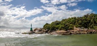 在Lagoa da康塞桑-弗洛里亚诺波利斯,圣卡塔琳娜州,巴西巴拉岛da Lagoa地区的灯塔  图库摄影