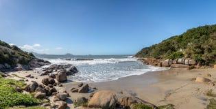 在Lagoa da康塞桑-弗洛里亚诺波利斯,圣卡塔琳娜州,巴西巴拉岛da Lagoa地区的Prainha  库存图片