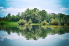 在lake.with星期日的秋天 库存照片