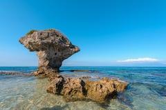 在Lamay海岛的花瓶珊瑚岩石在台湾 免版税库存图片