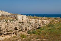 在Lambousa古城的废墟的坟茔 库存图片