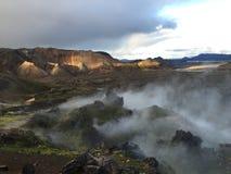 在landsmannalugar的发烟性颜色山,冰岛 库存照片