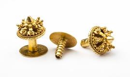 在Lanna缅甸样式的古色古香的金黄耳环 免版税库存照片