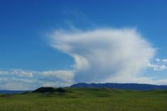 在Laramie,怀俄明附近的云彩和大草原 免版税库存照片