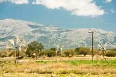 在Lasithi高原,克利特希腊的风车 库存照片
