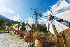 在Lassithi高原的风车  免版税库存照片