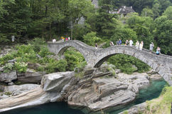 在Lavertezzo的桥梁 库存照片