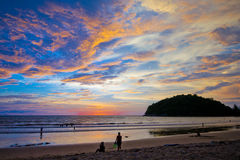 在Layan海滩,普吉岛泰国的美好的日落 库存照片