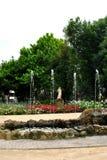 在Lazaroni罗马乡间别墅的喷泉的花  图库摄影