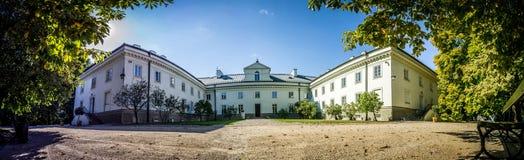 在Lazienki公园,华沙任命军校学生学校军官 免版税图库摄影