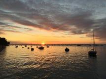 在Le佳能Oyster村庄,盖帽白鼬半岛, Bassin d&#x27的平安的黄昏; 阿尔雄,吉伦特省,南西部法国 库存照片