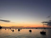 在Le佳能Oyster村庄,盖帽白鼬半岛, Bassin d&#x27的平安的黄昏; 阿尔雄,吉伦特省,南西部法国 图库摄影