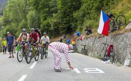 在Le环法自行车赛路的爱好者  免版税库存图片