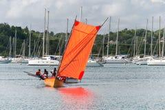 在Le马林,马提尼克岛,加勒比海海湾的红色Yole小船  免版税库存照片
