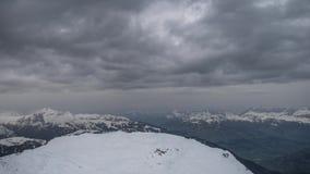在Le Brevent的黑暗的云彩2525m 影视素材