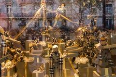 在Le Printemps商店,巴黎,法国的圣诞节装饰 库存照片