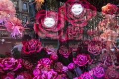 在Le Printemps商店,巴黎,法国的圣诞节装饰 库存图片