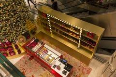 在Le Printemps商店,巴黎,法国的圣诞节装饰 免版税图库摄影