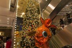 在Le Printemps商店,巴黎,法国的圣诞节装饰 图库摄影