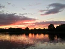 在Leamy湖的日落 免版税库存照片