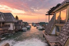 在Leeland密执安的密歇根湖日落,也指` Fishtown ` 图库摄影