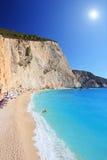 在Lefkada海岛的波尔图Katsiki海滩在一个晴天 库存照片