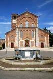 在legnano老教会封锁了砖ital塔的边路 库存图片