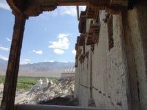 在Leh附近的圣洁Shey宫殿修道院在拉达克,印度 免版税库存照片