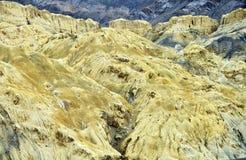 在Leh,拉达克,印度分层堆积` s褐色山 免版税图库摄影