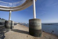 在Leigh在海,艾塞克斯,英国的人行桥 图库摄影