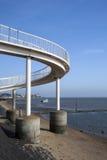 在Leigh在海,艾塞克斯,英国的人行桥 免版税库存照片