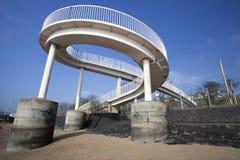 在Leigh在海,艾塞克斯,英国的人行桥 免版税库存图片