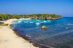 在Lembongan海岛上的蘑菇海滩 免版税库存照片