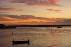 在Lembongan,印度尼西亚海岛的日落  库存图片