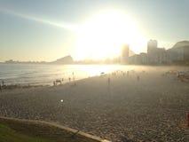 在Leme海滩的完善的日落 图库摄影