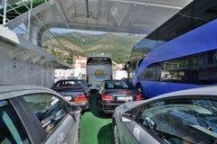 在Lepetane和Kamenari之间的轮渡上 海湾kotor montenegro早晨时间 黑山 库存图片