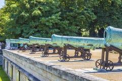在Les Invalides,巴黎附近的拿破仑似的火炮枪 库存照片