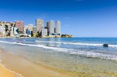 在levante海滩,西班牙的贝尼多姆海滨 图库摄影