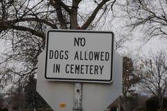 在LEWISTIN的VALLY公墓允许的没有狗 库存图片
